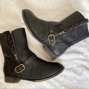 Avenue Black Studded Tours engineer boots